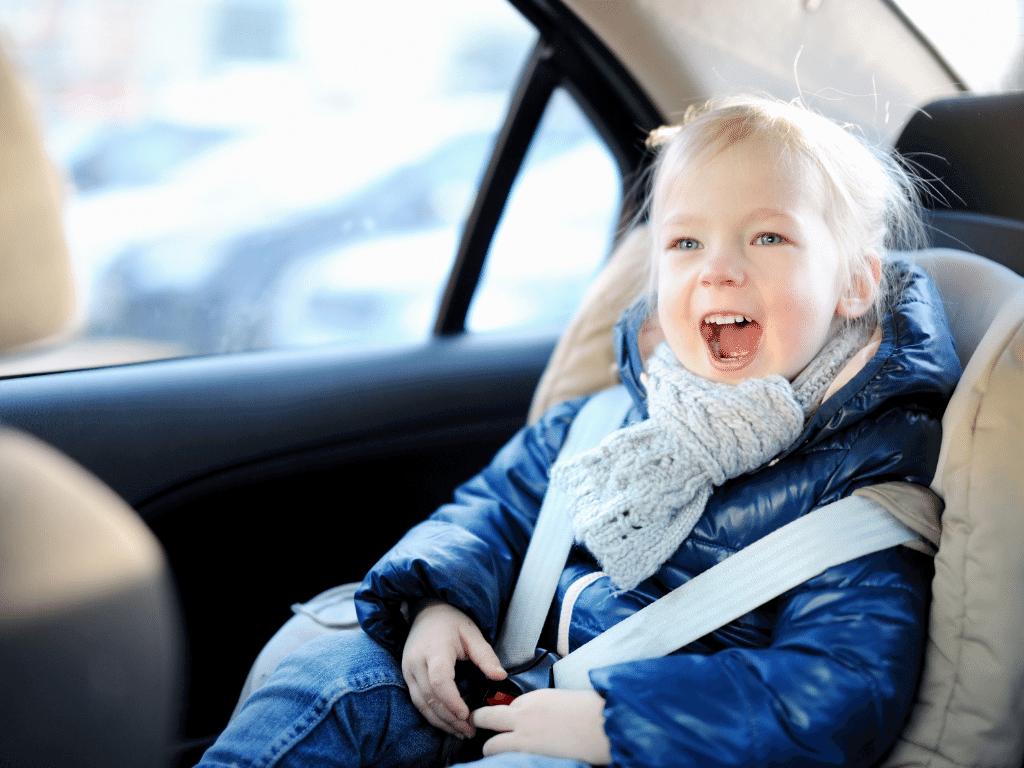 Otroški avto sedež za večjo varnost