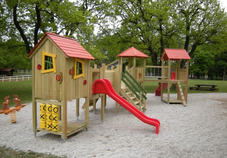 lesena igrala in lesene hiške